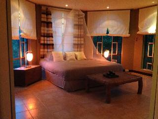 BEAUTIFUL FIVE BEDROOM VILLA WITH POOL ,and MAID - Nasugbu vacation rentals