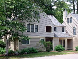 Spacious Brookside Townhouse Across From Cranmore - Conway vacation rentals