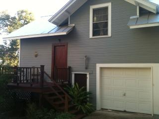 Cottage 2.4 mi from dwntwn on historic home property - San Antonio vacation rentals