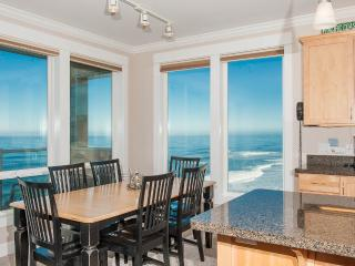 Promo! Oceanfront Luxury Condos/Hot Tubs/Pool/WiFi - Lincoln City vacation rentals