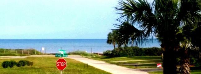 Walk to the beach.  Don\'t get sand in the car ! - Beachside Ocean View Galveston Rental - Galveston - rentals