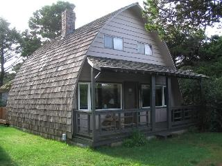 Curved Sea Cabin - Walk to the Beach! - Florence vacation rentals