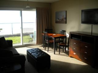 Cozy Condo with Internet Access and Toaster - Lincoln City vacation rentals