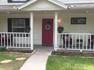Perfect Cottage with Internet Access and Dishwasher - Granbury vacation rentals
