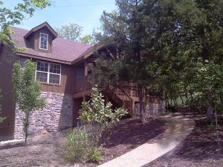 By S.D.C.! - INDOOR POOL - King Beds - Jetted Tubs - Branson vacation rentals