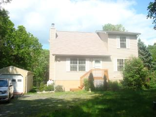 3BR House,10 min walking distance to beach/pool - Albrightsville vacation rentals