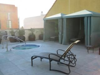 1 block to the Promenade 5 blocks to the beach - Santa Monica vacation rentals