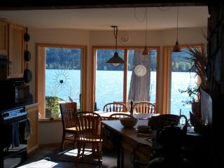 Lovely 3 bedroom House in Christina Lake with Deck - Christina Lake vacation rentals