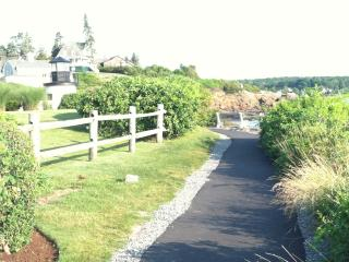 Beautiful Condo with Deck and Internet Access - Ogunquit vacation rentals