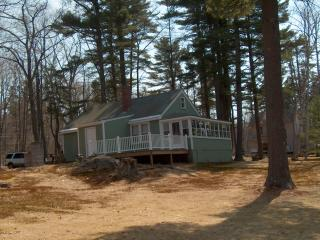 Charming ocean front cottage in Harpswell - Harpswell vacation rentals