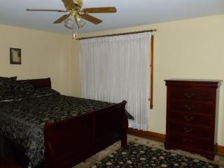 Niagara Comfort Vacation Rentals (Sleeps 4 to 8) - Niagara Falls vacation rentals