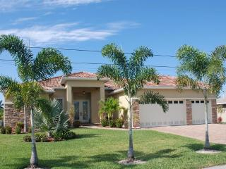 Villa Sunshine with boat, pool spa/whirlpool - Cape Coral vacation rentals