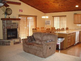 Cozy House with Internet Access and Dishwasher in Hill City - Hill City vacation rentals