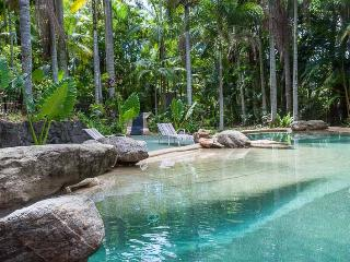 Kooee Hut Earlville  Hillside 'TreeHouse' , pool - Cairns vacation rentals