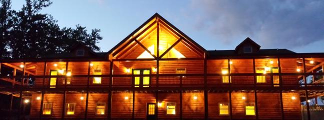 The Lodge Sleeps 30 with 10 bedrooms, 5 bathrooms, 4 fireplaces, gameroom & more - 10 Bedroom Log Home Mountain View FREE NIGHT OFFER - Luray - rentals