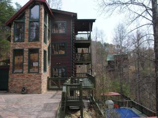 5 bedroom, private heated pool - Sevierville vacation rentals