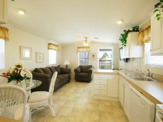 Brand New One Bedroom Cottage in Frostproof! - Frostproof vacation rentals