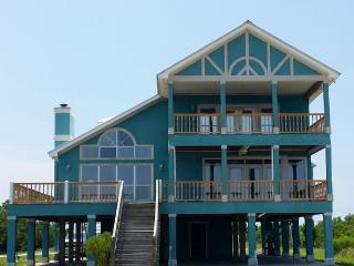 """Home Place"" on the Bay!! - Fort Morgan vacation rentals"