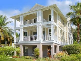 Luxurious Villa with Pool, Gourmet Kitchen & WiFi! - Longboat Key vacation rentals