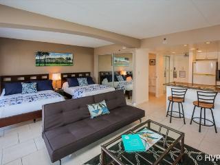 STEPS TO WAIKIKI BEACH Ilikai Hotel sleeps 5 - Waikiki vacation rentals