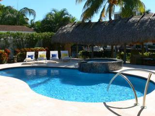 Villa Bliss Waterfront Pool, Jacuzzi & Tiki Hut - Fort Lauderdale vacation rentals