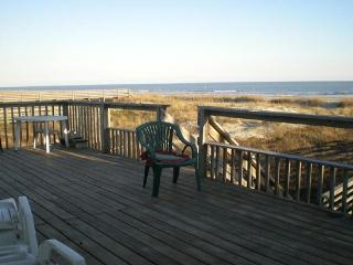 Beachfront charming house for all to enjoy - Folly Beach vacation rentals