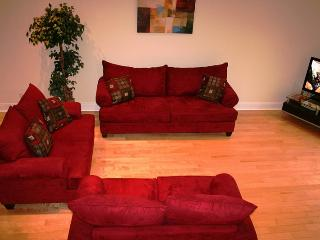 Nice Cottage with Deck and Internet Access - Montreal vacation rentals