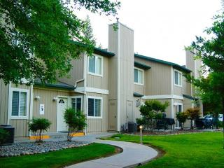 Beautiful 2 Bedroom Condo at WorldMark Bass Lake - Bass Lake vacation rentals