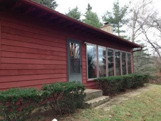 Red Cardinal Cottage 1st Choice Cabin Rentals Hocking Hills Ohio - Nelsonville vacation rentals