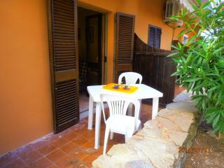 Mono Giallo basso - Stintino vacation rentals