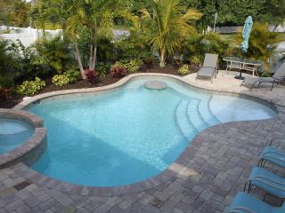 May Special  199 nightly May 1-25th  - Sleeps 6 - Holmes Beach vacation rentals