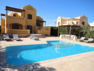 Beautiful Gouna Villa on lagoon with heated pool - El Gouna vacation rentals