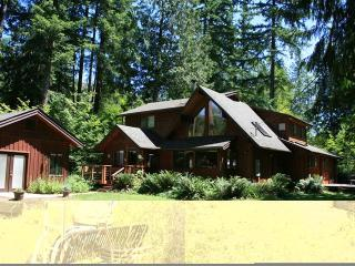 The Cedar Chalet at the Base of Mt Hood - Rhododendron vacation rentals