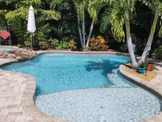 225 NIGHTLY UNTIL THE END OF 2016, SLEEPS 8, POOL - Holmes Beach vacation rentals