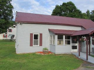 A Quiet Private Home With All Your Needs Fulfilled - Stony Creek vacation rentals