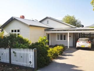 Ingleby Cottage - Victoriana Charm - Healesville vacation rentals