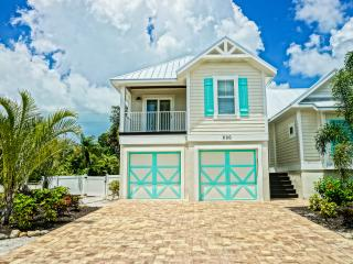 EASTER SPECAIL $3500 INCLUSIVE,  HEATED POOL, BEACH GEAR  LATE CHECK OUT - Holmes Beach vacation rentals
