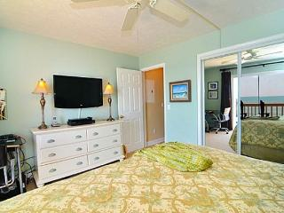 Perfect Condo with Deck and Dishwasher - Kure Beach vacation rentals