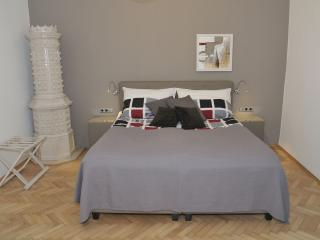CITYdeLIGHTS: Luxury stay next to the city hall - Graz vacation rentals