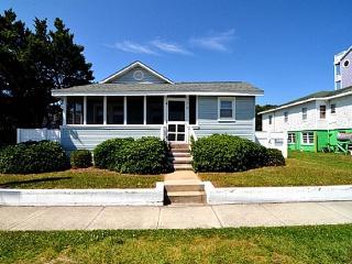 NAUTICAL NOOK PET FRIENDLY BEACH COTTAGE - Carolina Beach vacation rentals