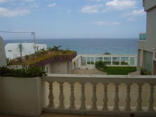 Villa Azaiiza-maison traditionnelle au bord de mer - Sousse vacation rentals