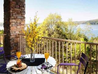 Table Rock Lake Condo Upper Level - 4 Bedroom - Hollister vacation rentals