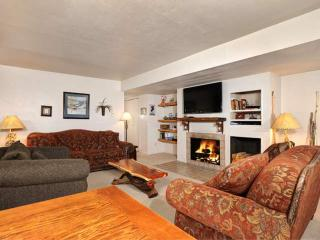 Hot 4th Pricing + 10% Off! Wood Fireplace/HOT TUB/Pool. Exclusive FREE Golf - Keystone vacation rentals