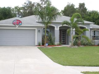SOUTHERN EXPOSURE POOL HOUSE - Cape Coral vacation rentals