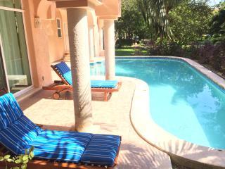 Chambre dans une Villa Luxueuse ; Piscine Privee - Puerto Aventuras vacation rentals