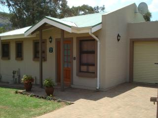 Nice 2 bedroom Guest house in Clarens with Satellite Or Cable TV - Clarens vacation rentals