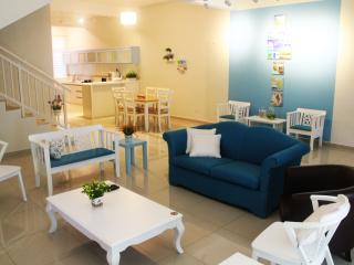 The Bliss Malacca Santorini House - Melaka vacation rentals