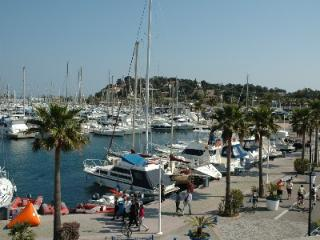 Stylish apartment in classy Cavalaire - Cavalaire-Sur-Mer vacation rentals