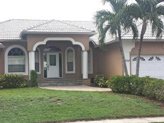 Remodeled Apataki Ct Waterfront home with pool - Marco Island vacation rentals