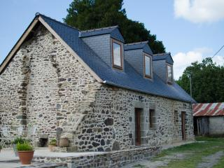 Lovely Gite with Television and Balcony - Carnoet vacation rentals